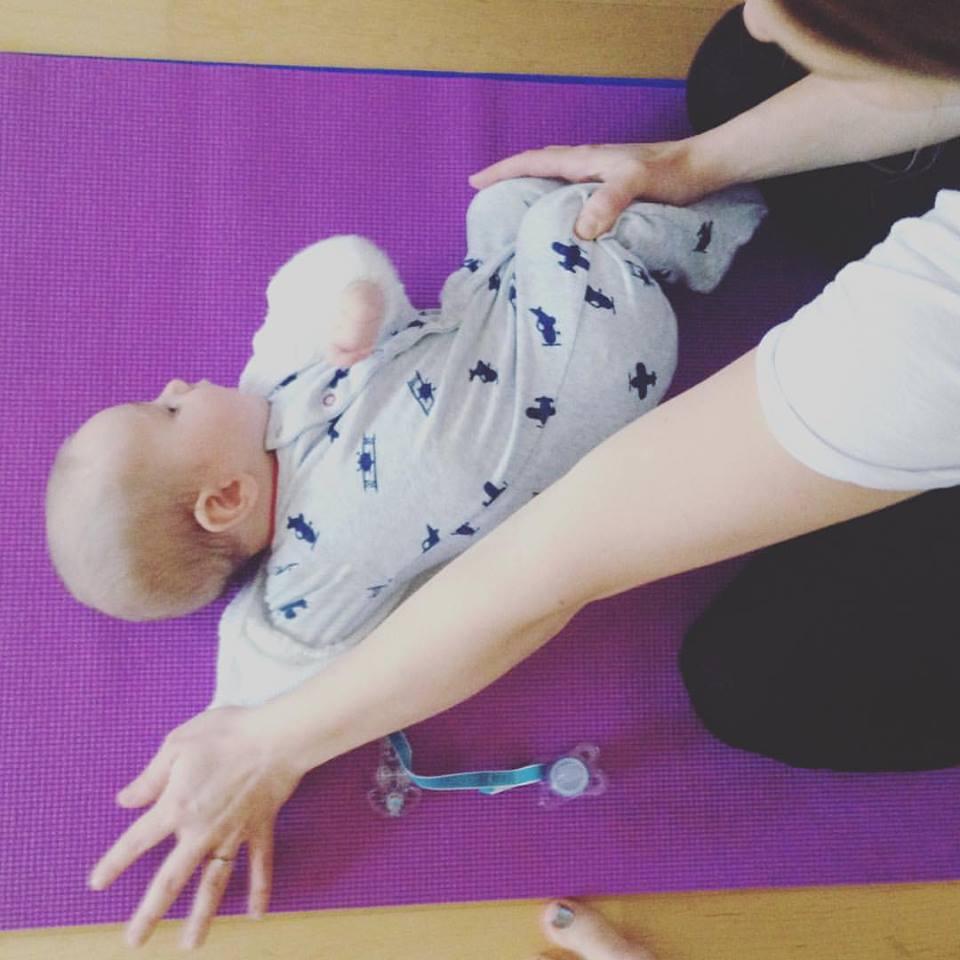 baby yoga pic